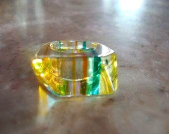 VINTAGE 1960s PERSPEX LUCITE Striped Green Yellow And Clear Transparent Geometric Beveled Layered Childrens Vintage Lucite Ring Size 3