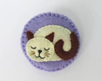 Cat brooch pin, sleeping cat, cat jewelry, cat lovers gift, cat lady, cute brooch, cat gifts,  cat collector, purple, felt