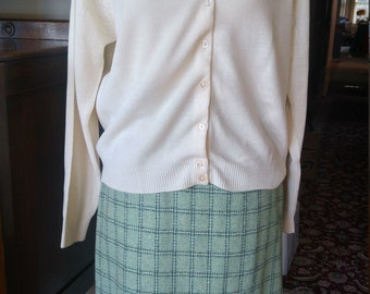 Vintage 1950s 1960s wool plaid straight skirt, green, XS to S