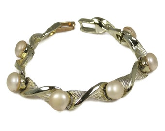 White Plastic Button Pearl Bracelet Link Style