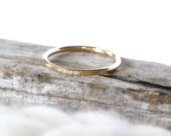 Three diamonds pave ring - Yellow gold wedding ring