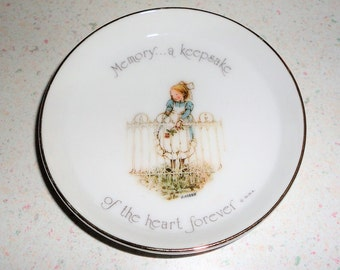 """Holly Hobbie Porcelain Trinket Dish Collectible Ring Dish 1974 Home Decor """"Memory....A Keepsake of the Heart Forever"""" Made in Japan"""