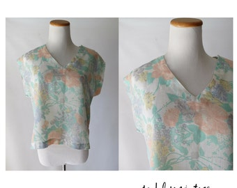 SALE 80s Blouse Pastel Floral Top 1980s Shirt Oversized Boxy Hipster Indie Cap Sleeves Small Medium
