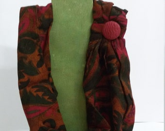Red necklace / scarf with a button for spring days!
