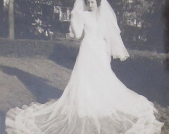 Breathtaking - Outstanding 1940's Beautiful Bride And Her Gown Snapshot Photograph - Free Shipping