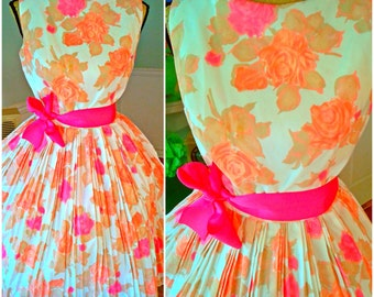 Pin up Dress / Garden Party / 50's / Floral / Wedding / Fit & Flare / Sleeveless/ Bridal Shower/Full Sweep Skirt / Vintage Clothing / Medium
