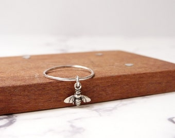 Bee dangle charm ring in sterling silver for women
