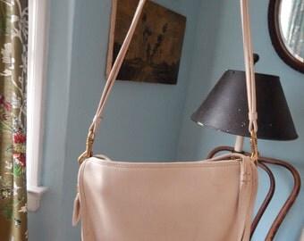 Vintage COACH ivory white Leather Purse extra medium boxy hand Bag boho classic