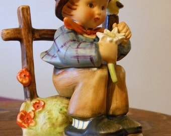 "M.I. Hummel Figurine ""She Loves Me"". #174 TMK2"