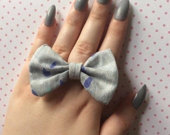 Grey raindrop print bow ring, bow statement ring, cloud print, bow jewelry, statement jewellery, fabric statement jewlery, gift for her