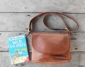 Vintage COACH No. E5C-4150 Distressed British Tan Brown Leather Crossbody Bag , Purse / Medium / Authentic / Good Condition