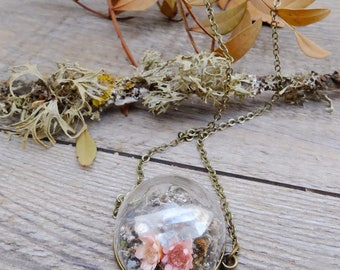 Crystal quartz terrarium necklace, real flower necklace, dried flowers jewelry, gift for woman, woodland moss terrarium, pink flower pendant