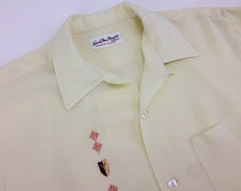 1950's Rayon Shirt / Pale Yellow / Embroidered Crest on the Chest Panel / Loop Collar / Men's Size MEDIUM
