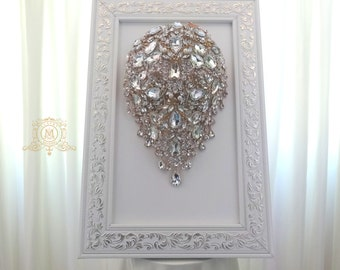 Brooch bouquet stand. Teardrop cascading handle case, storage tool, showcase for a bridal bouquet. Display reception decor