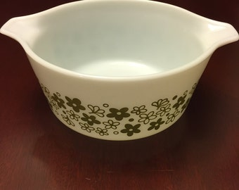 PYREX Spring Blossom Green Crazy Daisy Cinderella round casserole In very good vintage condition
