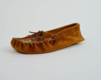 Thunderbird | 8 | 1980s Brown Leather Moccasins 80s Beaded Shoes Vintage Taos
