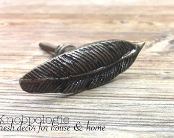 Feather Knob - Antique Bronze Cast Metal Knob - Decorative Drawer Pull - Bird Feathers  - Cabinet Kitchen Decor - Natural Bronze