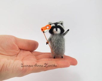 Needle felted raccoon with fox mask, raccoon toy, tiny felted raccon, animals for dollhouse, cute raccoon, toy raccoon, miniature raccoon