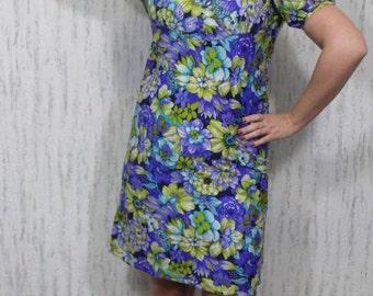 Vintage Stunning floral 70s dress