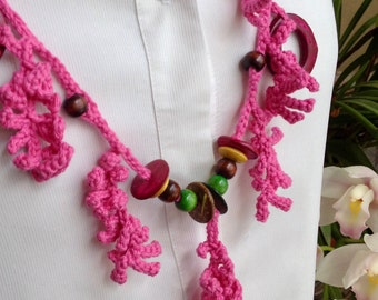 Wooden bead crochet necklace coral effect
