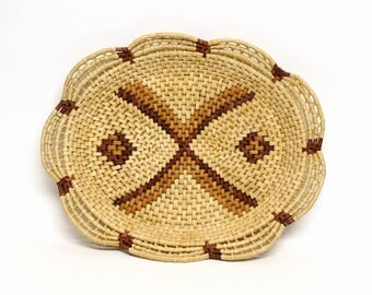 Large Woven Raffia Basket Tray with Scalloped Edges in Hues of Brown