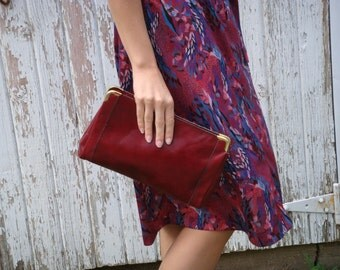 Vintage 70s Burgundy Leather Envelope Zipper Clutch Bag Purse
