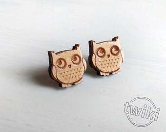 Owl wood earring studs. Cute owl earrings, wood bird studs, owl jewelry, hypoallergenic wooden studs, gift for owl lovers, bird jewelry