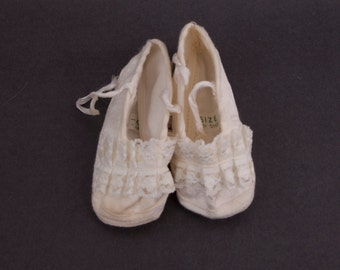 Vintage Baby Girl Booties White Baptism Shoes with Ruffles Japan Lace and Ribbon Infant Christening Flower Girl
