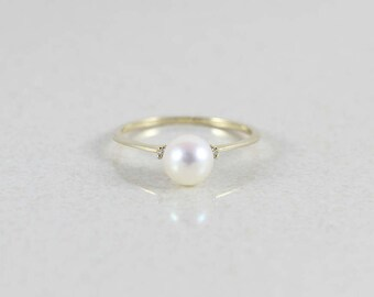 14k Yellow Gold Pearl and Diamond Ring Size 8 1/2