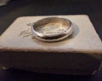Hammered effect sterling silver band ring - 925 - Size R UK - US 8.75