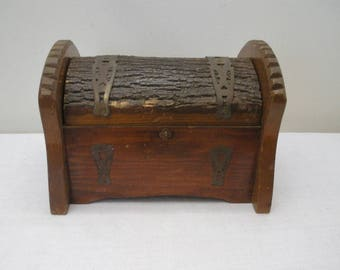 Vintage Primitive Adirondack Folk Art Bark Box