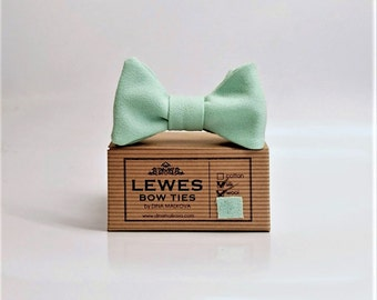 Vintage Mint green finest wool and silk textured bow tie, wedding bow tie, self tie bow tie, mint green bow tie, groom's bow tie, mint green