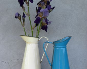 2 big French Vintage Enamel Jugs - Vanilla + dark turqouise // from the heart of the french country side//