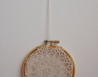 FLOWER BURST - Beige Crochet Doily Embroidery Hoop - Beige Crochet Suncatcher - Doily Embroidery Hoop - Crochet Decor - Crochet Suncatcher