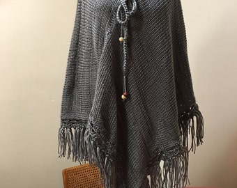 Light weight knitted shawls