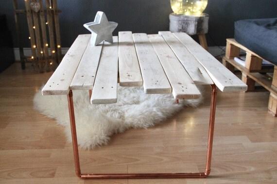 table basse palette tuyaux de cuivre. Black Bedroom Furniture Sets. Home Design Ideas