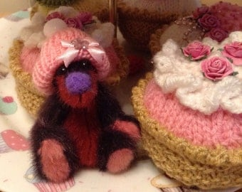 Artist bear, Botany Bear, miniature, cupcake bear.