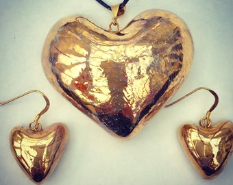 Gold heart pendant with gold heart earrings. Made from porcelain with gold lustre.