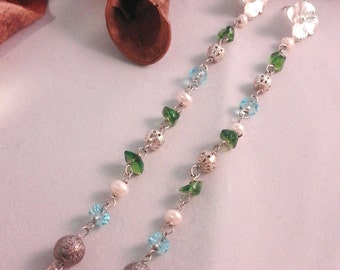 Pendant earrings with glass and freshwater pearls