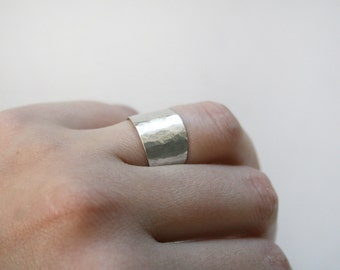 GRADES - Sterling silver wide ring with hammered texture