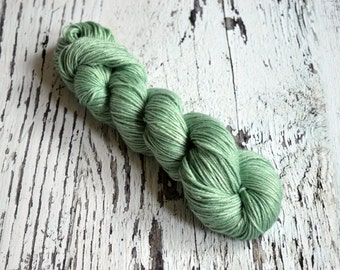 Hand Dyed Yarn, UK indie dyer, alpaca, silk, cashmere, hand dyed DK yarn, DK yarn, Ice Maiden