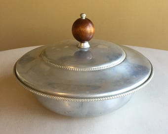 Buenilum Wood Knob Covered Serving Dish