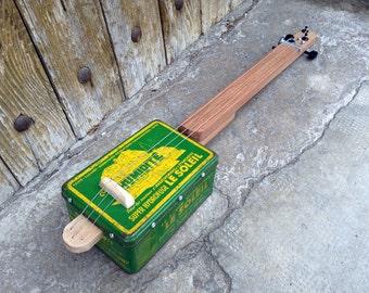 Cigar Box guitar: Box old metal / Humerite / 3 strings