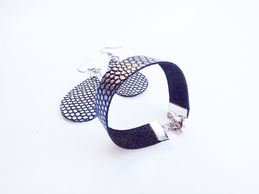 Valentine's day gift set / Leather jewelry set / Black leather earrings & bracelet / Textured jewelry / Black / Silver