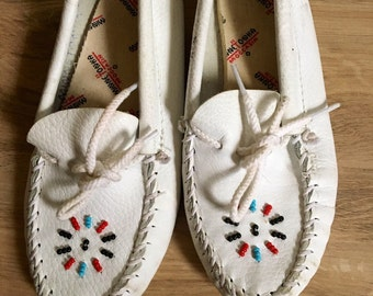 Kids Leather MinneTonka Moccasin White Leather Beaded  Moccasin Shoes SZ. 13   4/5 year old vintage