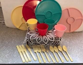 Vintage set of Steri-lite plastic picnic ware - 20 total pieces. #735