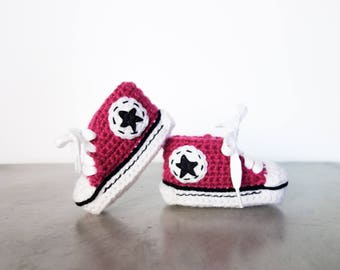 Baby crochet shoes with black star