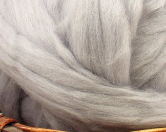 Dyed Corriedale Natural Spinning Fiber Wool Top Roving / 1oz - Seal