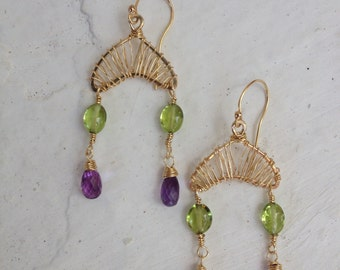 Earrings in goldfilled 14k, peridot and amethyst. 4,5 cm