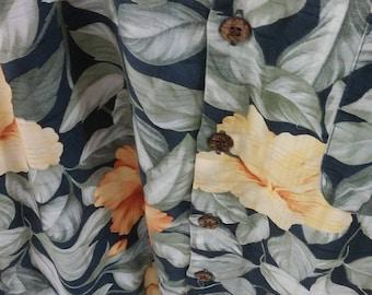 Vintage Tommy Bahama silk men's Hawaiian Large sized short sleeve button down tropical shirt